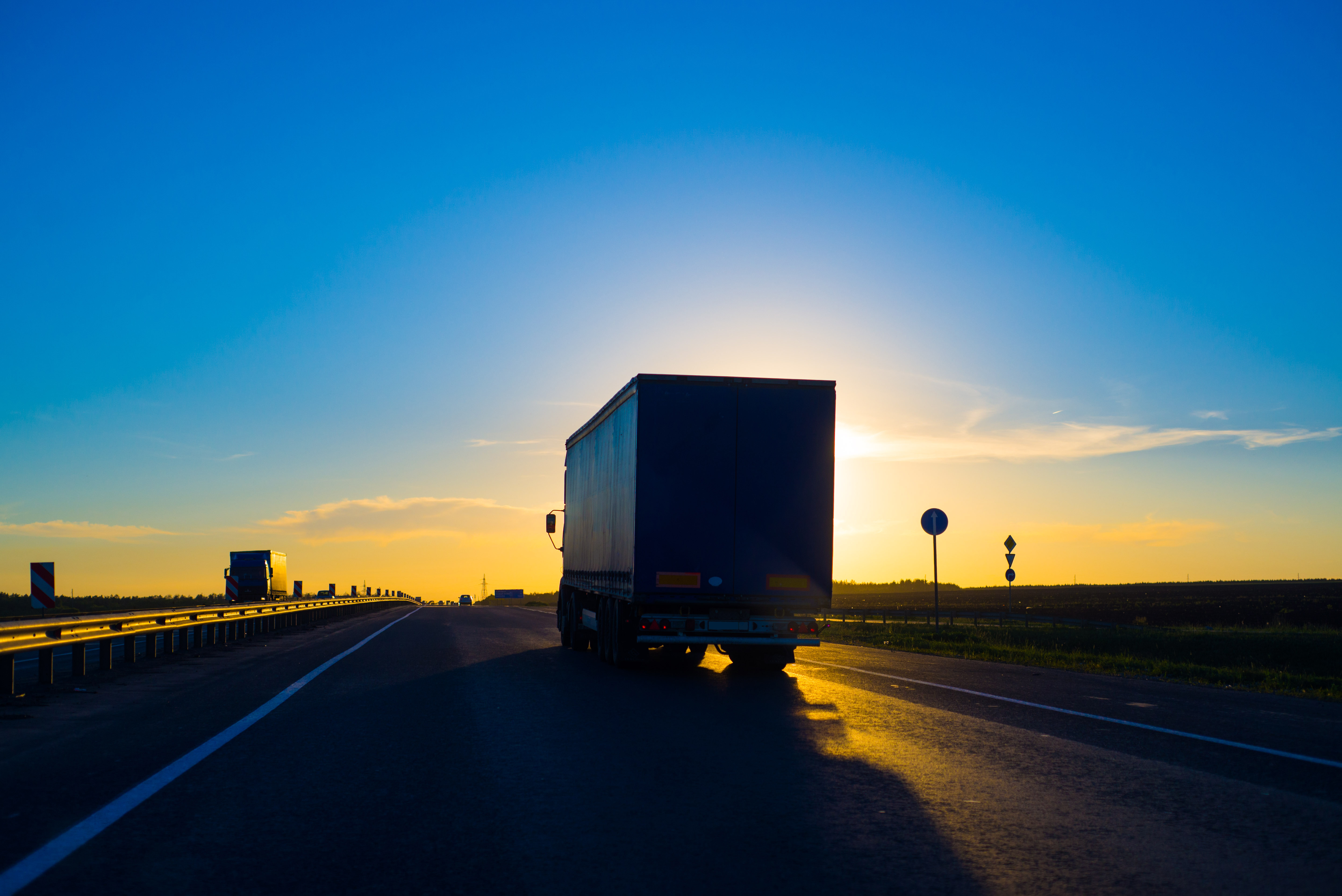 Expedited_Trucking_1